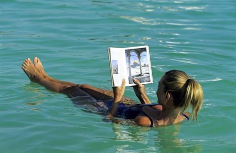Mar morto giordania week end 470x305 horizon viaggi - Donne che fanno il bagno ...
