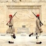 21039993-1-giugno-2013-Parlamento-greco-piazza-Syntagma-Atene-Grecia-Cambio-della-Guardia--Archivio-Fotografico