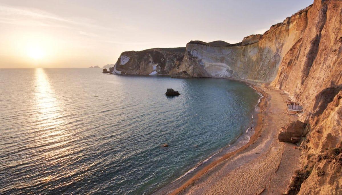 Ponza e Palmarola vacanza tra splendore, stupore e storia